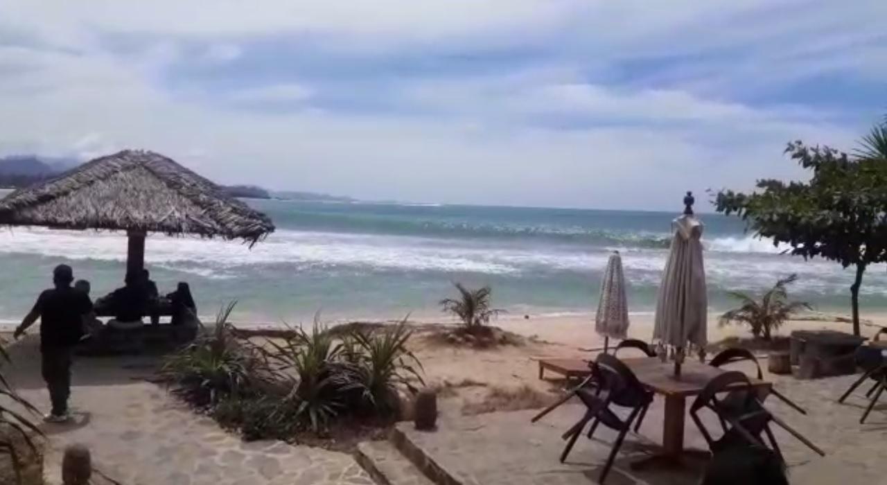 Pantai Momong Lampuuk